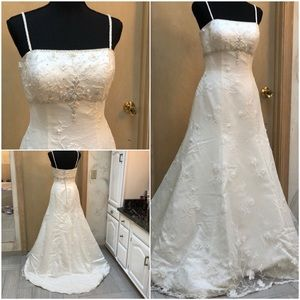 Ivory lace flowers overlay wedding gown